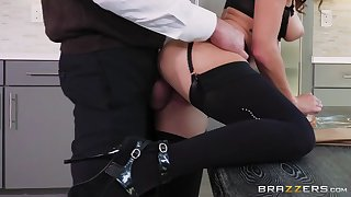 keisha grey in stockings and high heels gets fucked standing