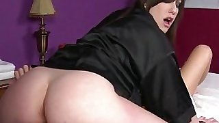 Goth masseuse gets pussy munched by client